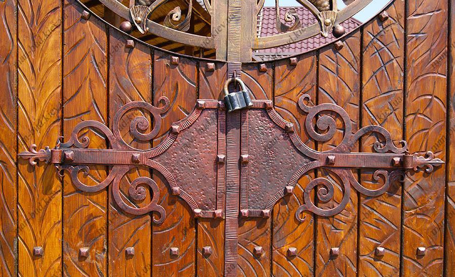 ворота и калитки из дерева и ковки фото