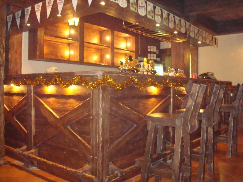 Деревянные барные стойки фото