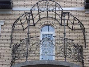 Кованые балконы фото №57