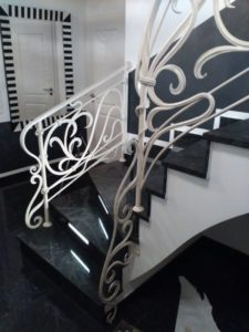 Кованые перила в стиле модерн №1