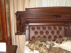 Кровати из массива, фото