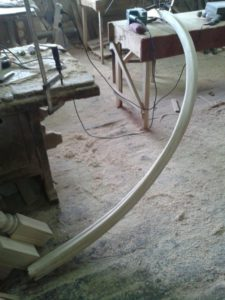 Гнутые перила из дерева №3