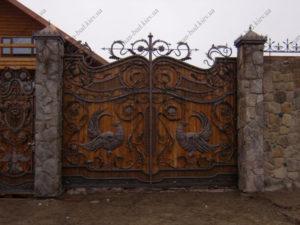 Кованые ворота с деревом №1