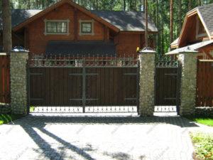 Кованые ворота с деревом №10