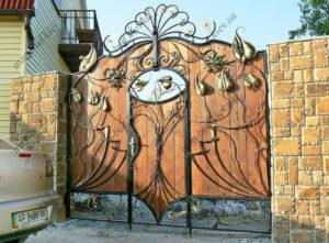 Кованые ворота с деревом №13