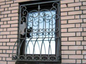 Кованые решетки на окна фото №78