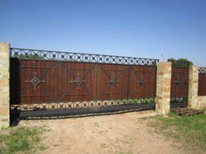 Кованые ворота с деревом №8