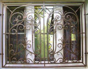 Кованые решетки на окна фото №73
