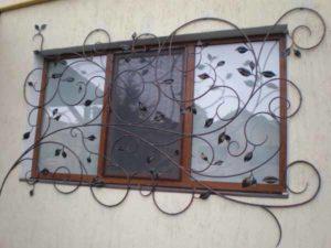 Кованые решетки на окна фото №75