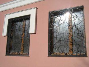 Кованые решетки на окна фото №76