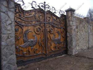 Кованые ворота с деревом №2