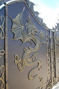 Ворота с драконами