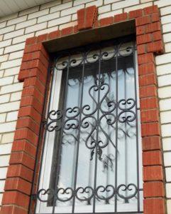 Кованые решетки на окна фото №82