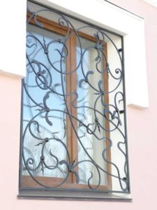 Кованые решетки на окна фото №68