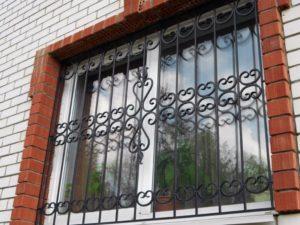 Кованые решетки на окна фото №37
