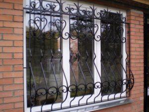 Кованые решетки на окна фото №60