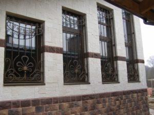 Кованые решетки на окна фото №63