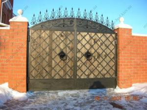 Кованые ворота с деревом №3