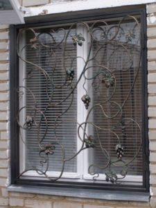 Кованые решетки на окна фото №65