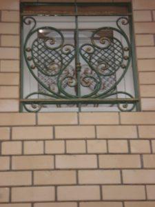Кованые решетки на окна фото №55