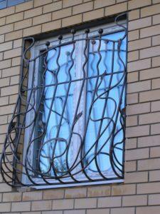 Кованые решетки на окна фото №56