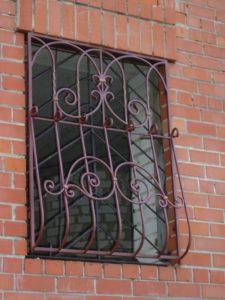 Кованые решетки на окна фото №49