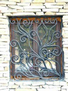 Кованые решетки на окна фото №50