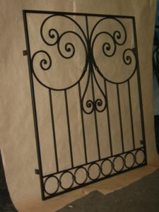 Кованые решетки на окна фото №52