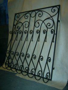 Кованые решетки на окна фото №53