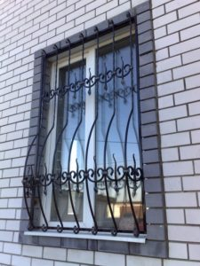 Кованые решетки на окна фото №46