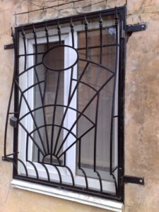 Кованые решетки на окна фото №45
