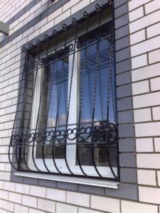 Кованые решетки на окна фото №27