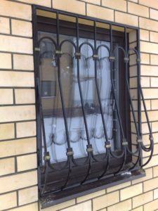 Кованые решетки на окна фото №21
