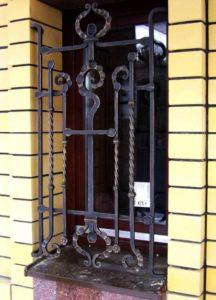Кованые решетки на окна фото №66