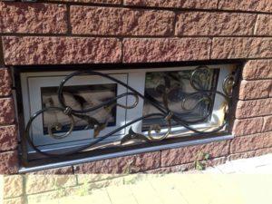 Кованые решетки на окна фото №41
