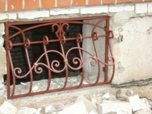 Кованые решетки на окна фото №42