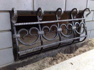Кованые решетки на окна фото №36