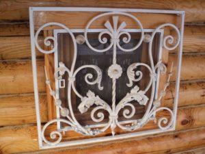 Кованые решетки на окна фото №35