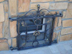 Кованые решетки на окна фото №34