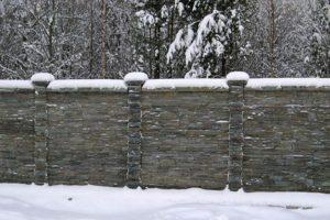 Заборы из камня, фото №6