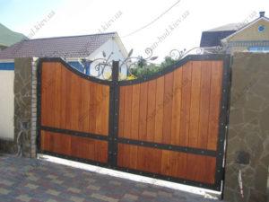 Кованые ворота с деревом №5