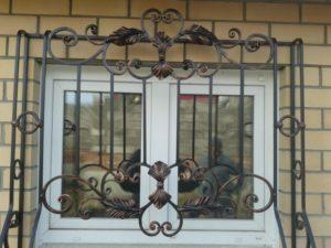 Кованые решетки на окна фото №43