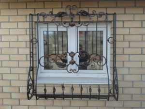 Кованые решетки на окна фото №38