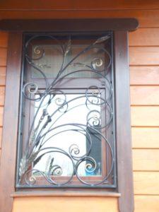 Кованые решетки на окна фото №25