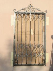 Кованые решетки на окна фото №26
