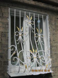 Кованые решетки на окна фото №17