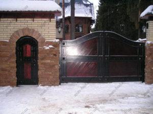 Кованые ворота с деревом №6