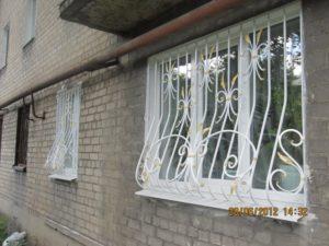 Кованые решетки на окна фото №11