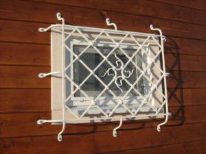 Кованые решетки на окна фото №12