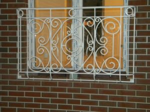 Кованые решетки на окна фото №13